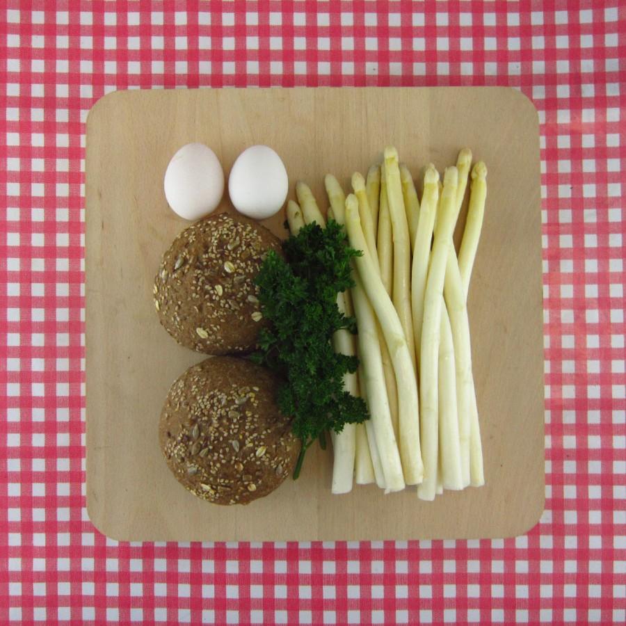 Aspergesoep met afbak-brood