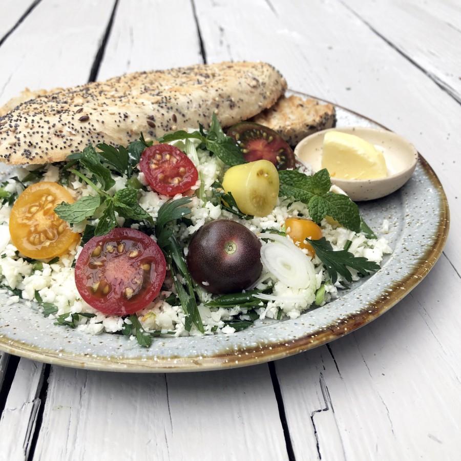 Bloemkool couscous met wilde tomaat en kruiden