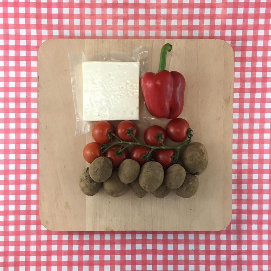 Gegrilde feta met tomaten en paprika