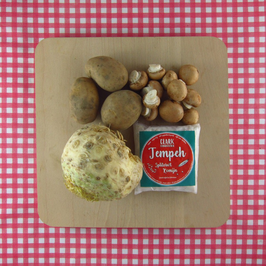 Knolselderijsoep met tempeh en paddenstoelen