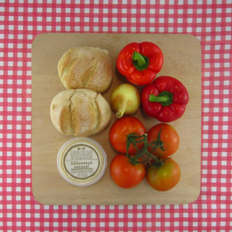 Paprika-tomatensoep met brood