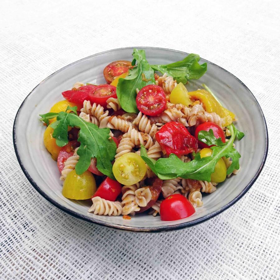 Pastasalade met gegrilde paprika