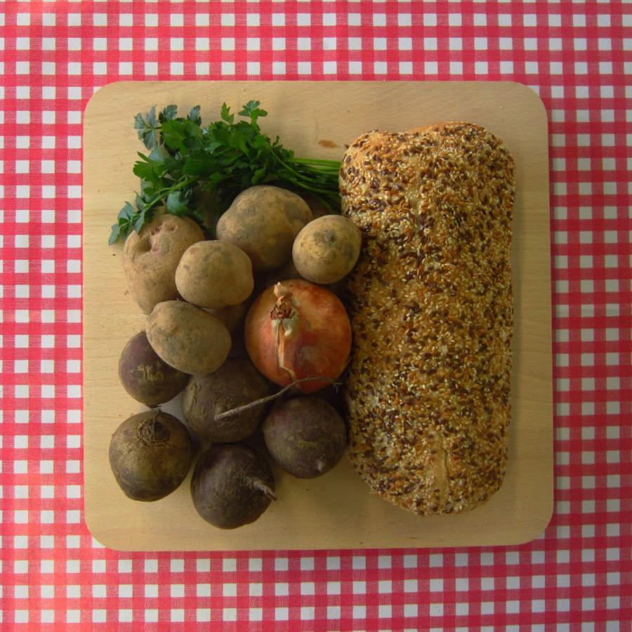 Rode bietensoep met afbak-brood