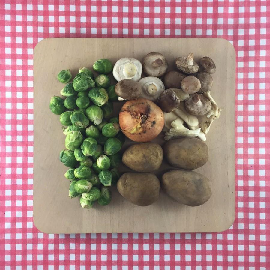Roerbak van spruitjes en paddenstoelen
