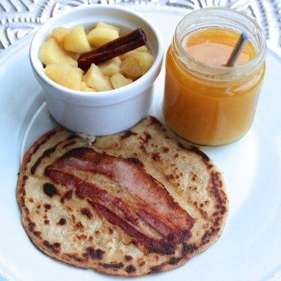 Khorasan-pannenkoekjes met spek en honing