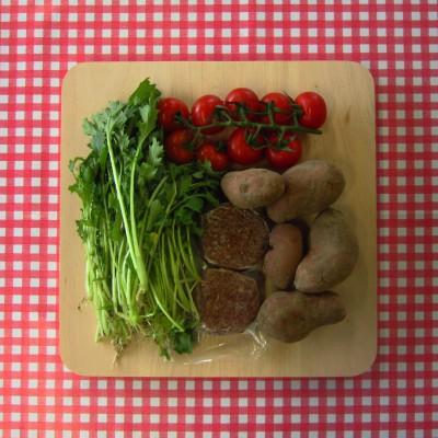 Aardappel raapsteelsalade met burgers