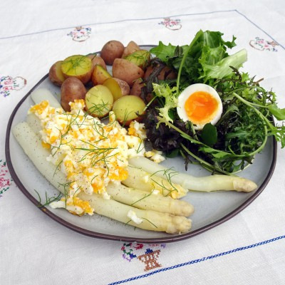 Asperges met ei en krieltjes