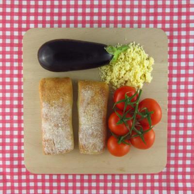 Ciabatta pizza met aubergine