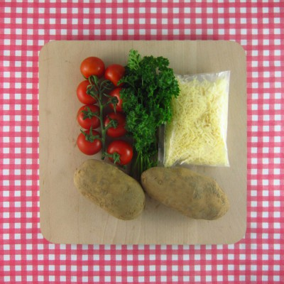 Gevulde aardappel met tomatensalade