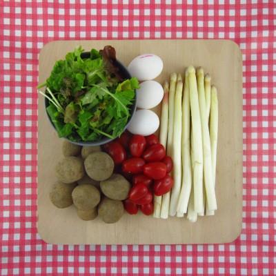 Maaltijdsalade met asperges, ei en tomaat