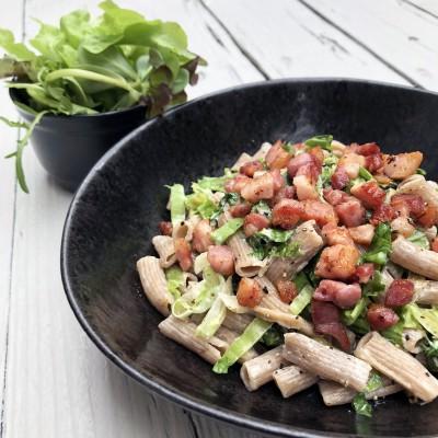 Snelle pasta met andijvie en spekjes