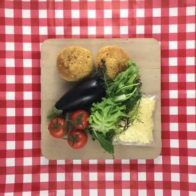 Veggieburger van gegrilde aubergine en kaas