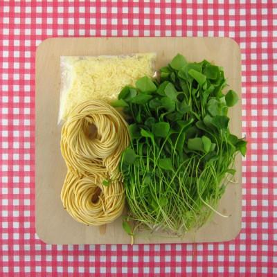 Verse spaghetti met zelfgemaakte posteleinpesto